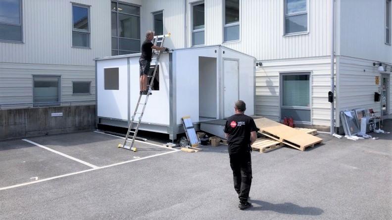 Temporär provtagningsstation i form av ett modulhus. Foto: Martin Sjöholm/MSB