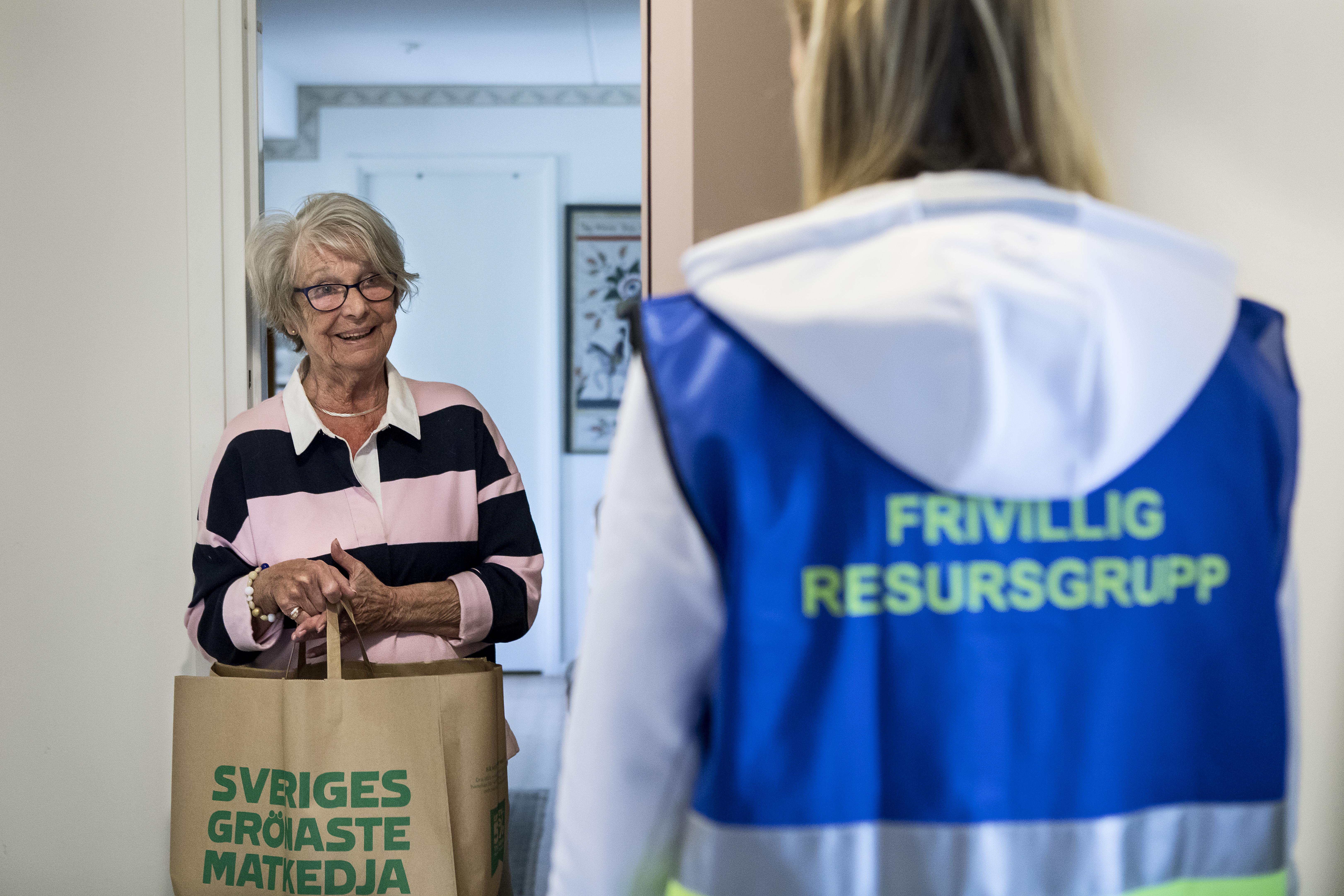 Bild 2. FRG hjälper till med matinköp som levereras vid dörren.